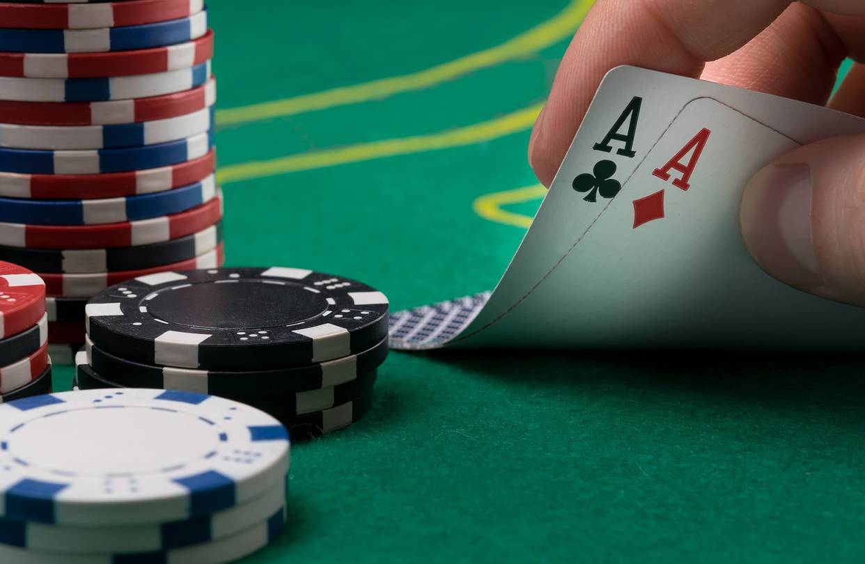 What are the features of a reliable online soccer gambling website?